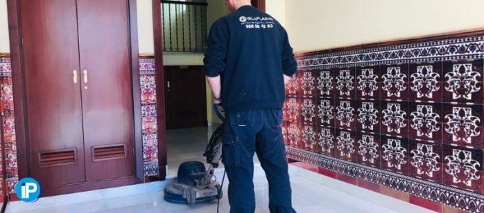 Limpieza de comunidades en la Bahía de Cádiz