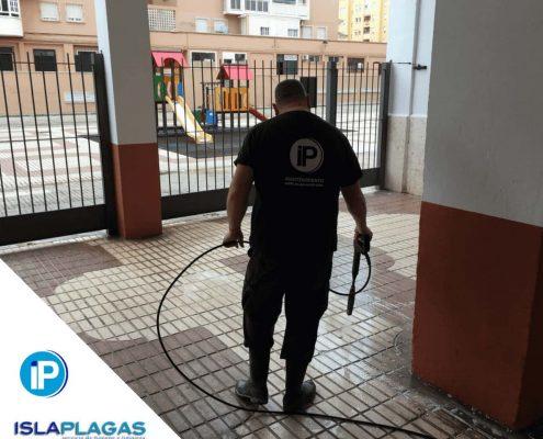 Trabajos de limpieza en comunidades de Vecinos